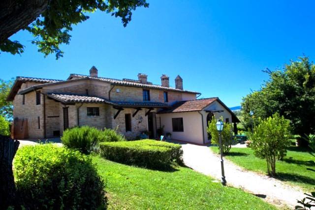Rustico / Casale in Vendita a Perugia