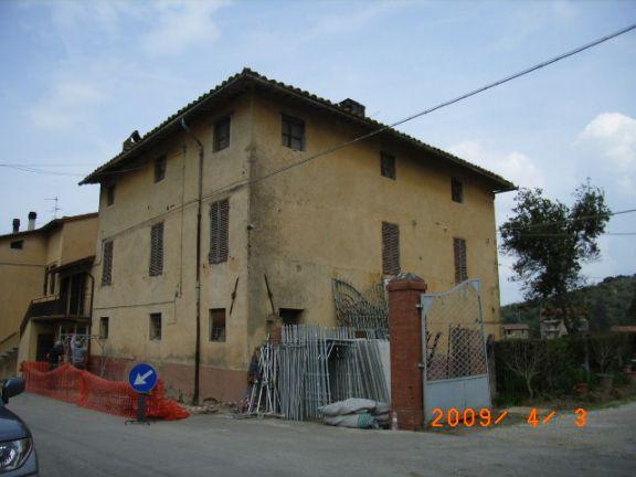 Palazzo / Stabile in Vendita a Magione