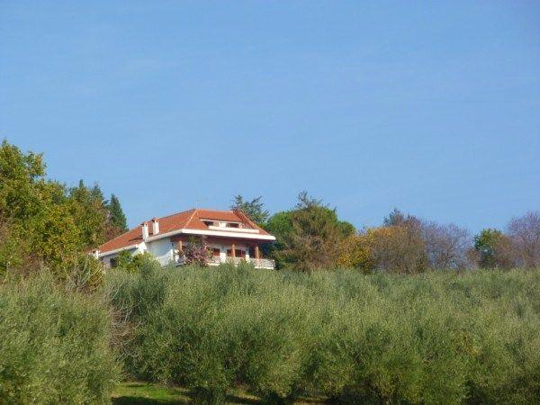 Villa in vendita a Tarano, 10 locali, prezzo € 280.000 | CambioCasa.it
