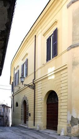 Palazzo / Stabile in Vendita a Magliano Sabina