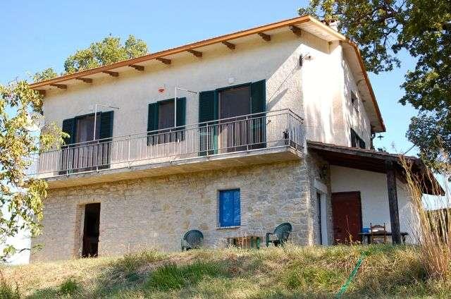 Rustico / Casale in vendita a Valfabbrica, 8 locali, zona Zona: San Donato, prezzo € 165.000 | Cambio Casa.it