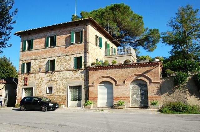 Soluzione Indipendente in vendita a Deruta, 15 locali, zona Zona: San Nicolò di Celle, prezzo € 338.000 | Cambio Casa.it