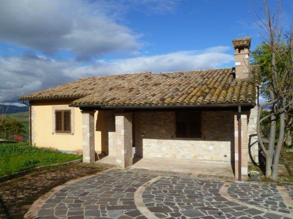 Villa in vendita a Todi, 7 locali, prezzo € 360.000 | CambioCasa.it