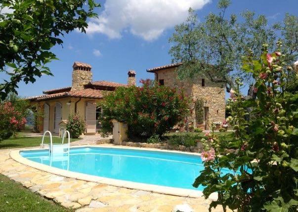 Villa in vendita a Piegaro, 10 locali, prezzo € 599.000 | Cambio Casa.it