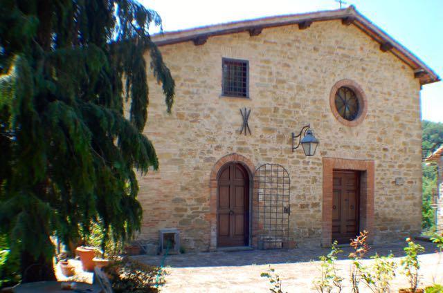 Rustico / Casale in vendita a Gubbio, 15 locali, prezzo € 590.000 | CambioCasa.it