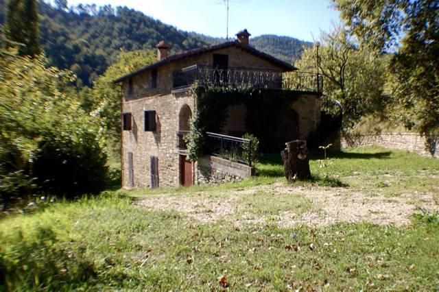 Rustico / Casale in vendita a Pietralunga, 12 locali, prezzo € 195.000 | CambioCasa.it
