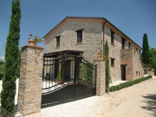Rustico / Casale in vendita a Avigliano Umbro, 8 locali, zona Zona: Sismano, prezzo € 925.000 | Cambio Casa.it
