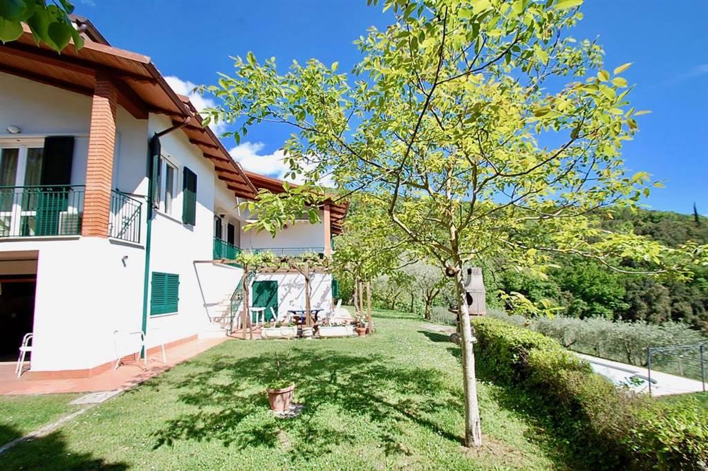 Villa in vendita a Passignano sul Trasimeno, 12 locali, zona Zona: Pischiello, prezzo € 790.000 | CambioCasa.it