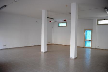 Negozio / Locale in affitto a Matera, 1 locali, zona Zona: Periferia Nord, prezzo € 1.000 | Cambio Casa.it