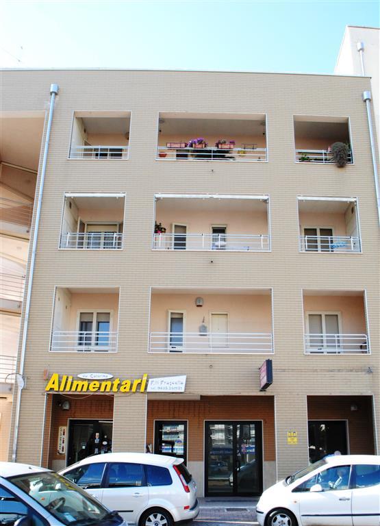 Negozio / Locale in vendita a Matera, 2 locali, zona Zona: Periferia Nord, prezzo € 175.000 | Cambio Casa.it
