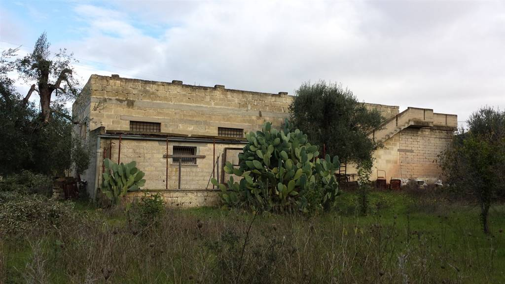 Palazzo-stabile  in Vendita a Matera