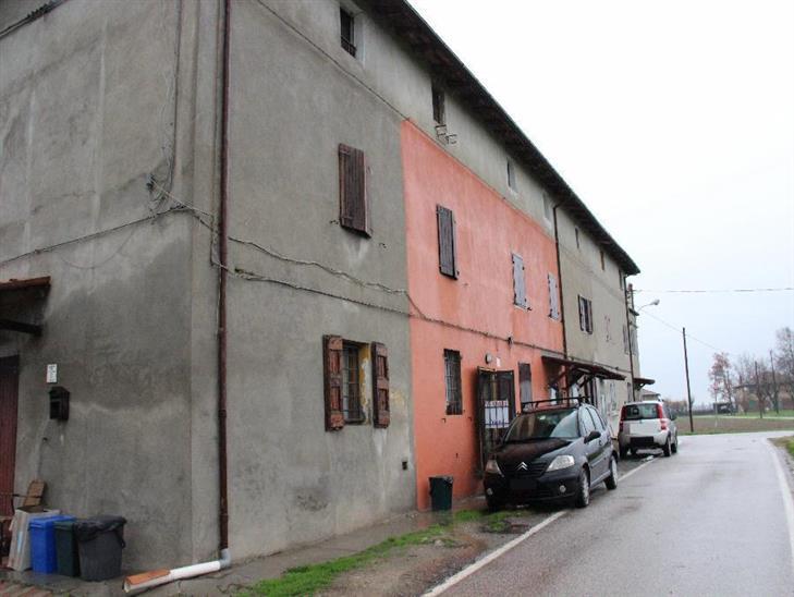 Casa indipendente in vendita a calderara di reno via for Comprare garage indipendente
