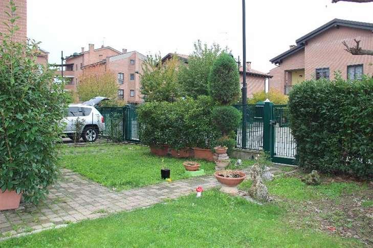 Casa indipendente in vendita a calderara di reno via primo for Comprare garage indipendente