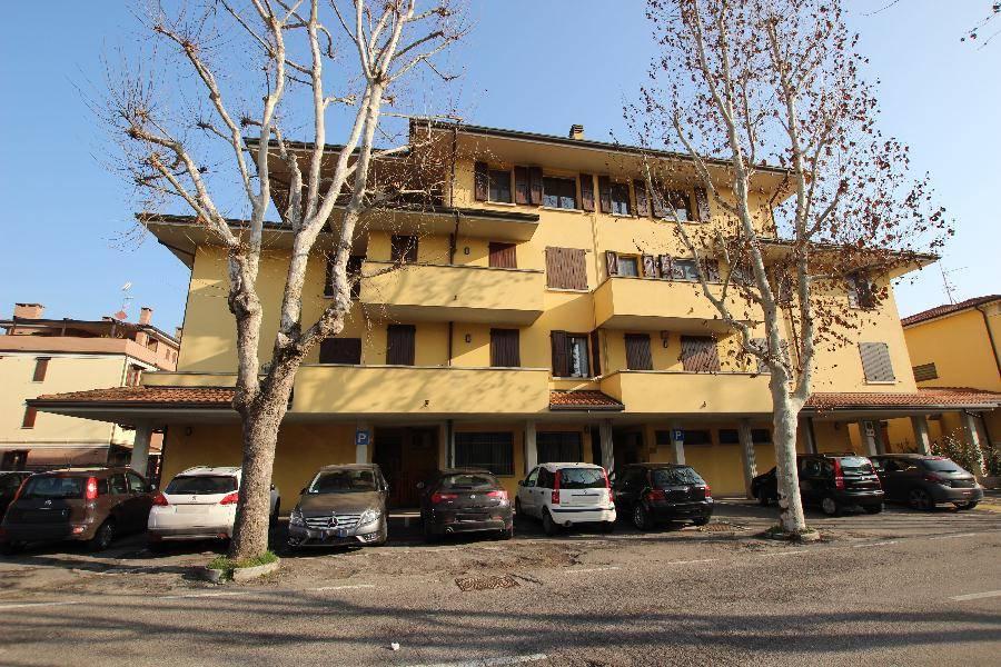 Appartamento in Vendita a Calderara Di Reno: 4 locali, 120 mq