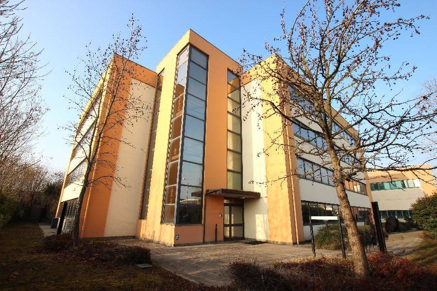 Ufficio-studio in Affitto a Calderara Di Reno: 5 locali, 241 mq