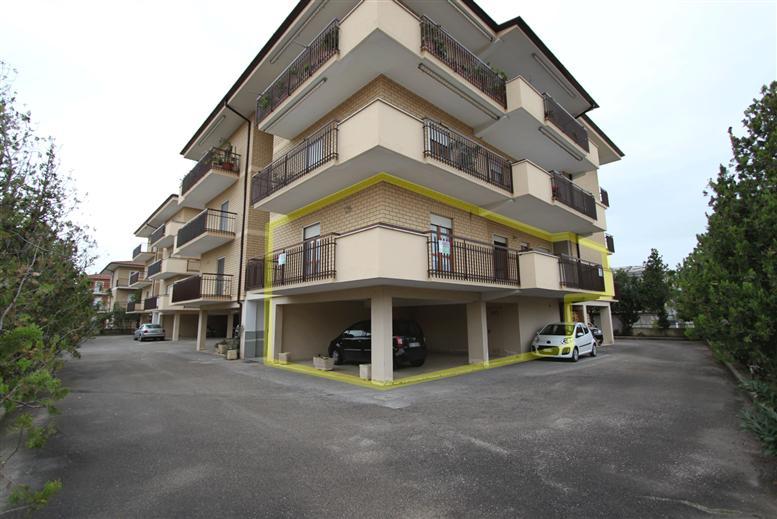 Appartamento in vendita a Fondi, 8 locali, zona Località: MADONNA DELLE GRAZIE, prezzo € 225.000 | Cambiocasa.it