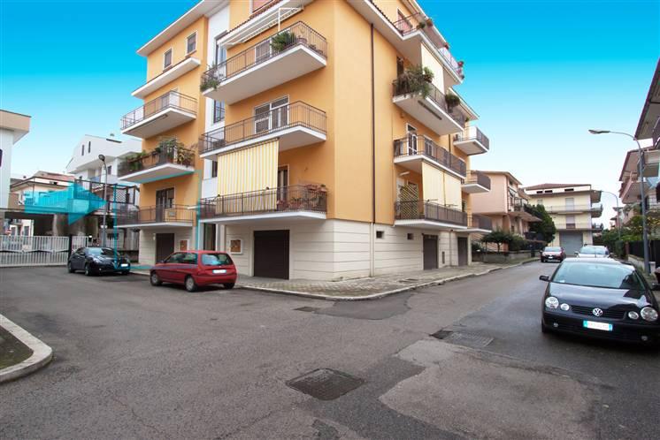 Appartamento in vendita a Fondi, 8 locali, zona Località: CIRCUNVALLAZIONE, prezzo € 205.000 | Cambiocasa.it