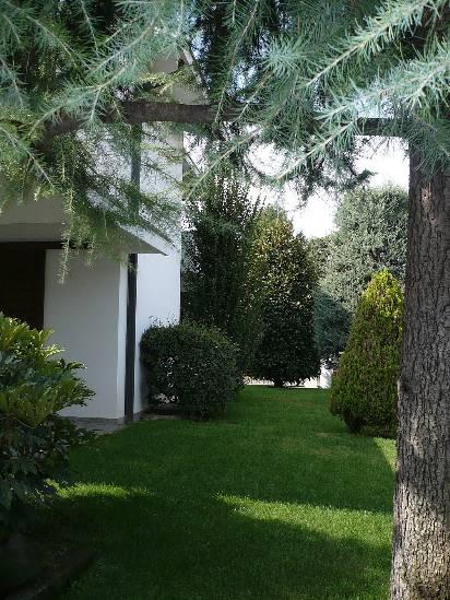 Villa in vendita a Mortara, 10 locali, Trattative riservate | CambioCasa.it