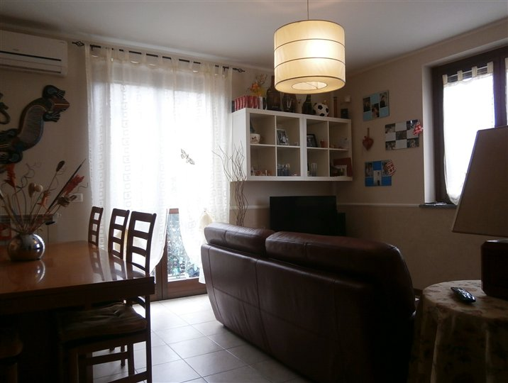 Appartamento in vendita a Gravellona Lomellina, 4 locali, prezzo € 110.000 | Cambio Casa.it