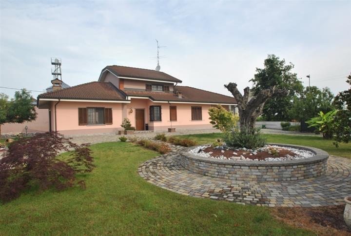 Villa in vendita a Rosasco, 4 locali, Trattative riservate | CambioCasa.it