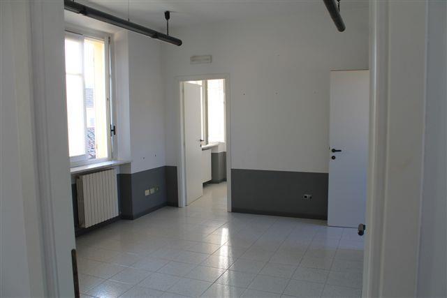 Ufficio / Studio in affitto a Mortara, 4 locali, prezzo € 500 | CambioCasa.it