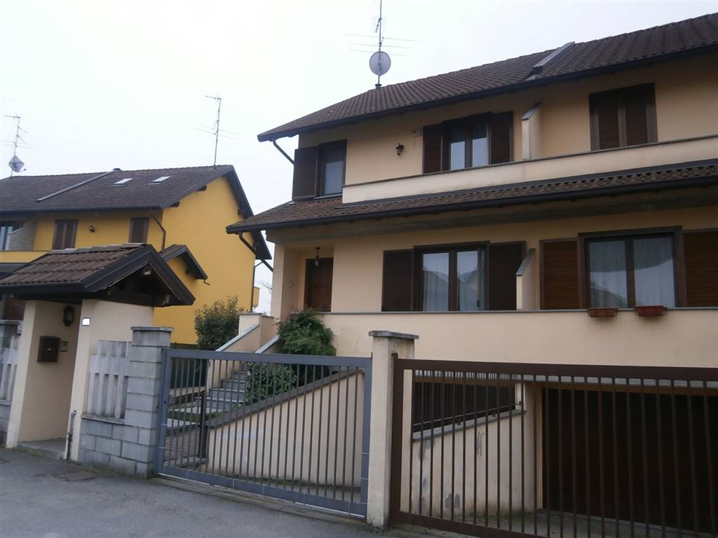 Villa in vendita a Mortara, 5 locali, prezzo € 218.000 | Cambio Casa.it