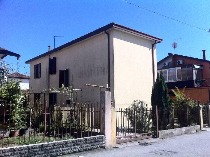 Soluzione Indipendente in vendita a Venezia, 5 locali, zona Zona: 12 . Marghera, prezzo € 250.000 | Cambio Casa.it