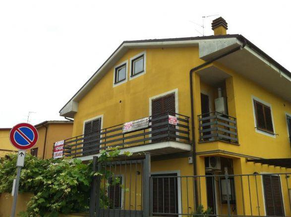 Bilocale in Via Del Porto, Gavignano, Forano
