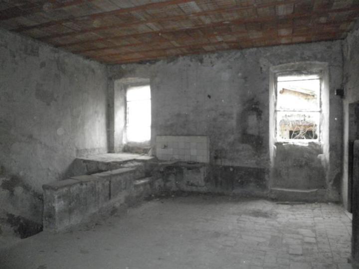 Terratetto, Mompeo, da ristrutturare