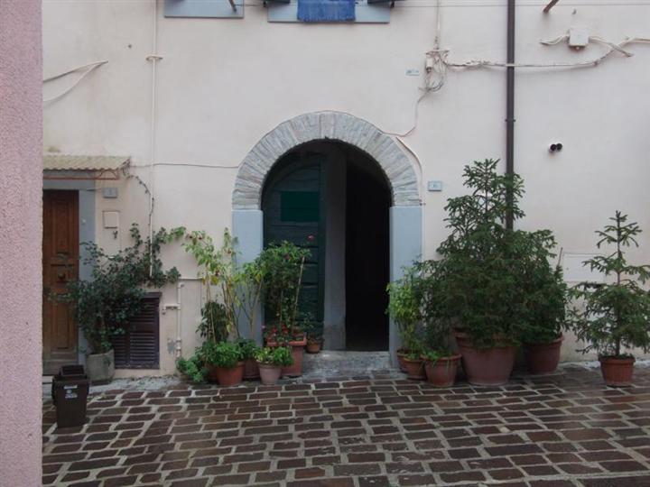 Bilocale in Piazza Camp o Dei Fiori, Montopoli Di Sabina