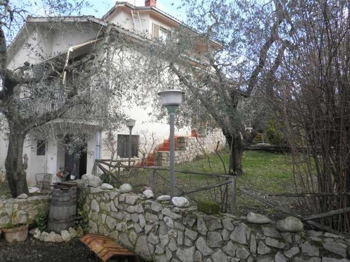Villa, Tarano, abitabile