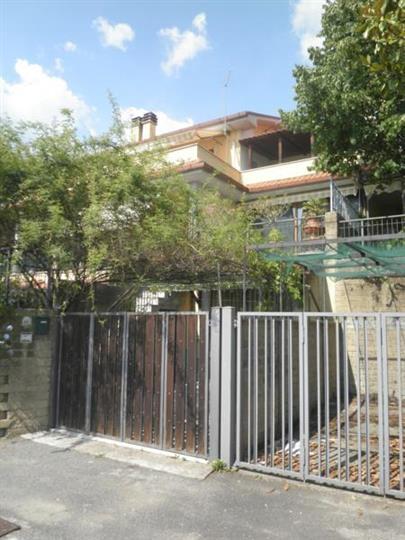 Villa a schiera, Torri In Sabina