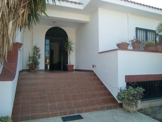Villa in affitto a Sciacca, 7 locali, zona Località: SOVARETO, prezzo € 600 | Cambio Casa.it