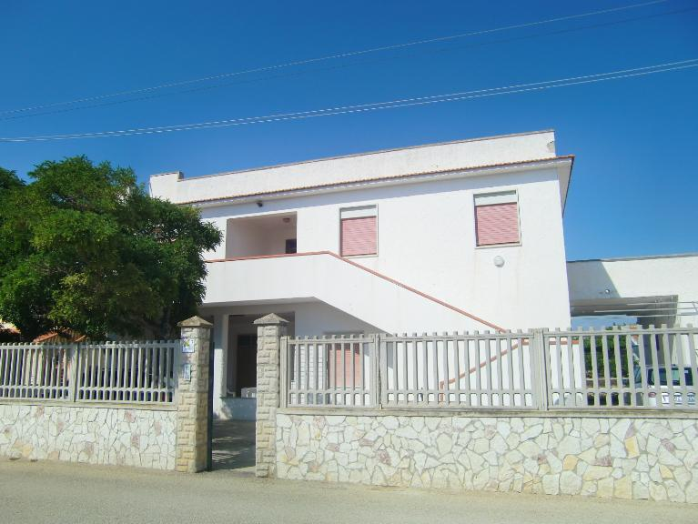 Villa in vendita a Menfi, 12 locali, zona Località: PORTO PALO, prezzo € 200.000 | Cambio Casa.it