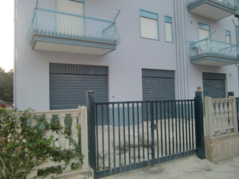 Immobile Commerciale in affitto a Sciacca, 1 locali, zona Località: PERRIERA, prezzo € 700 | Cambio Casa.it