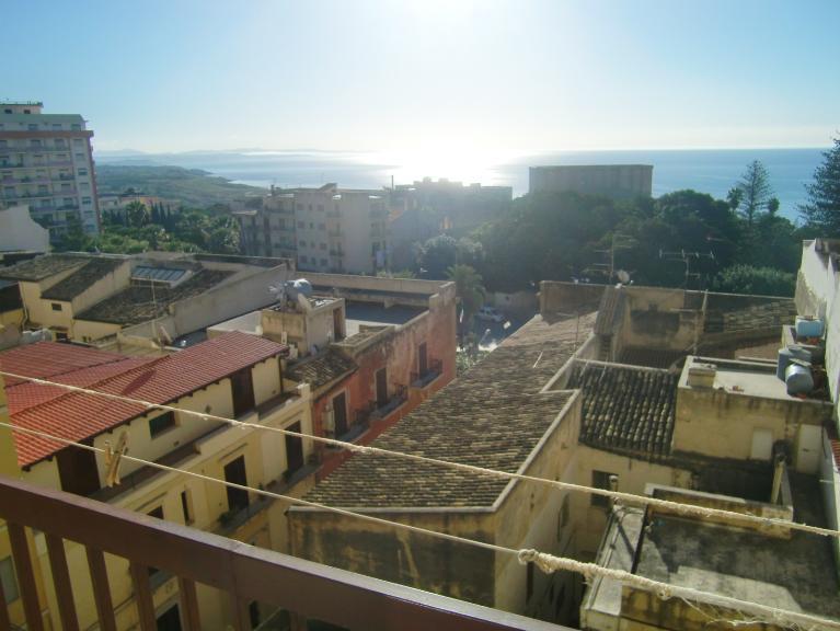Appartamento in affitto a Sciacca, 6 locali, zona Località: CENTRO STORICO, prezzo € 520 | CambioCasa.it
