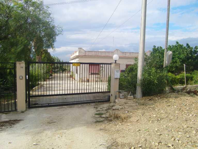 Villa in vendita a Menfi, 8 locali, prezzo € 190.000 | Cambio Casa.it