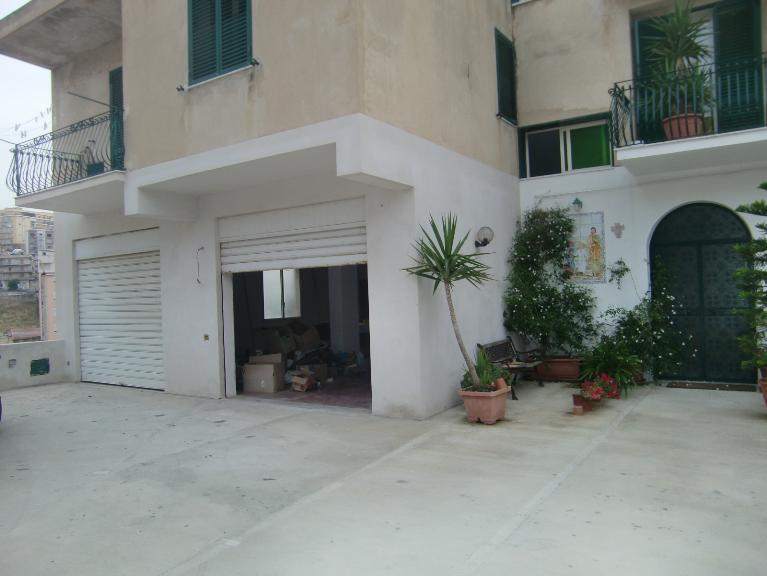 Negozio / Locale in affitto a Sciacca, 9999 locali, zona Località: STAZZONE, prezzo € 1.000 | CambioCasa.it