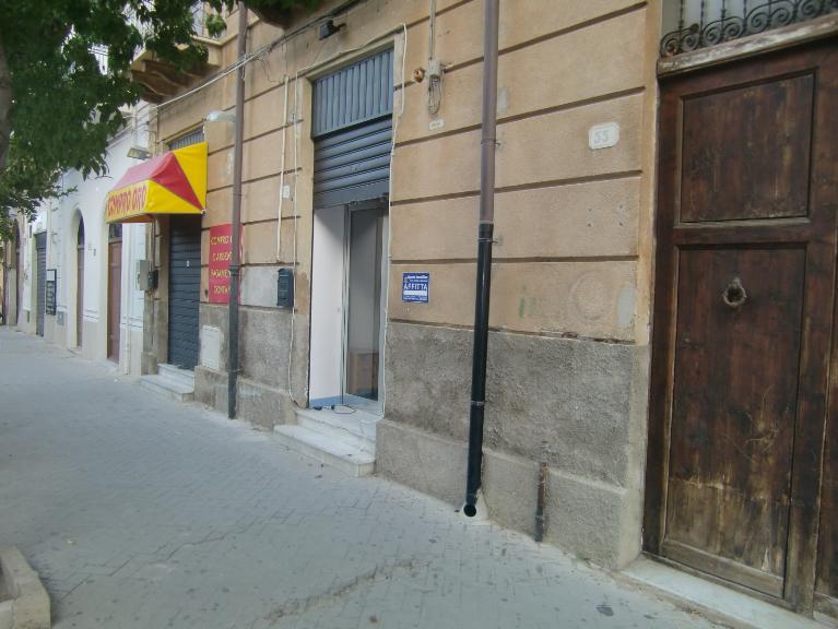 Negozio / Locale in affitto a Sciacca, 2 locali, zona Località: CENTRO, prezzo € 400 | CambioCasa.it