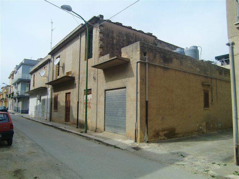 Soluzione Indipendente in vendita a Menfi, 6 locali, zona Località: CENTRO STORICO, prezzo € 85.000 | Cambio Casa.it