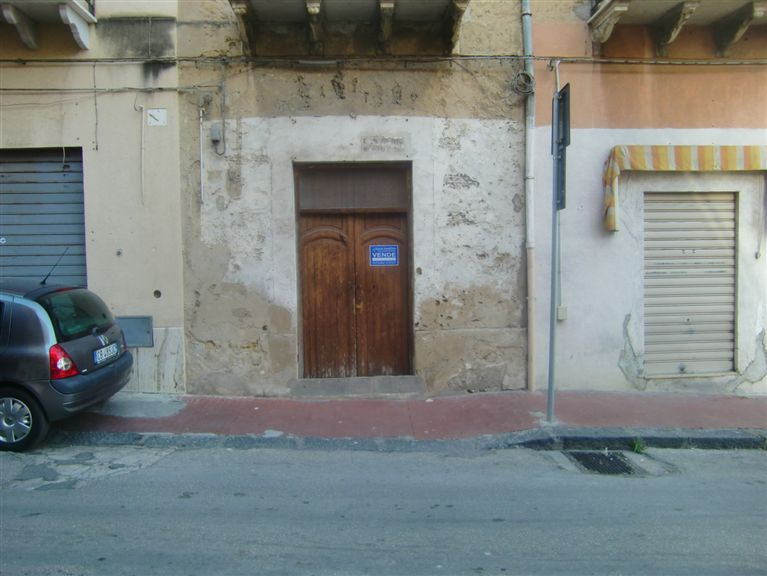 Negozio / Locale in vendita a Sciacca, 3 locali, zona Località: CENTRO, prezzo € 65.000 | CambioCasa.it
