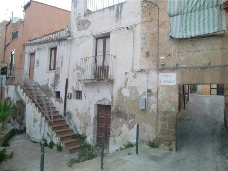Soluzione Indipendente in vendita a Sciacca, 10 locali, zona Località: CENTRO STORICO, prezzo € 115.000   Cambio Casa.it