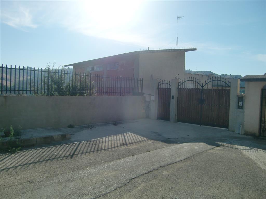 Rustico / Casale in vendita a Sciacca, 20 locali, zona Località: CUTRONE, prezzo € 250.000 | CambioCasa.it