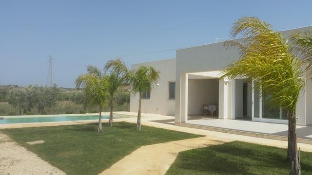 Villa in vendita a Menfi, 4 locali, zona Località: LIDO FIORI, prezzo € 250.000 | Cambio Casa.it