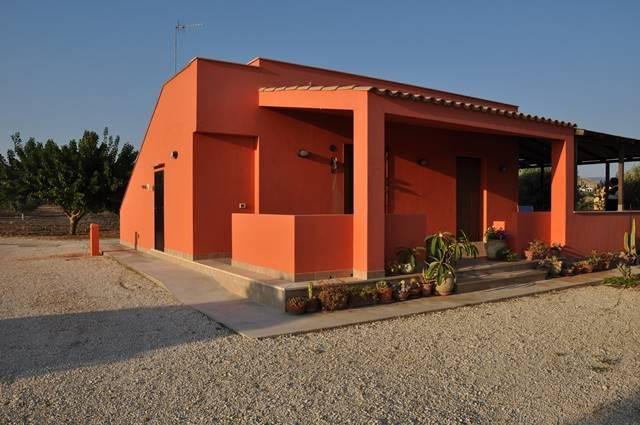 Villa in vendita a Menfi, 4 locali, zona Località: LIDO FIORI, prezzo € 195.000 | Cambio Casa.it