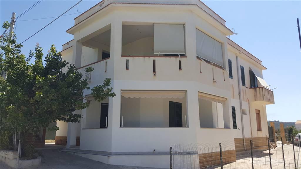Appartamento in vendita a Menfi, 4 locali, zona Località: LIDO FIORI, prezzo € 215.000 | Cambio Casa.it