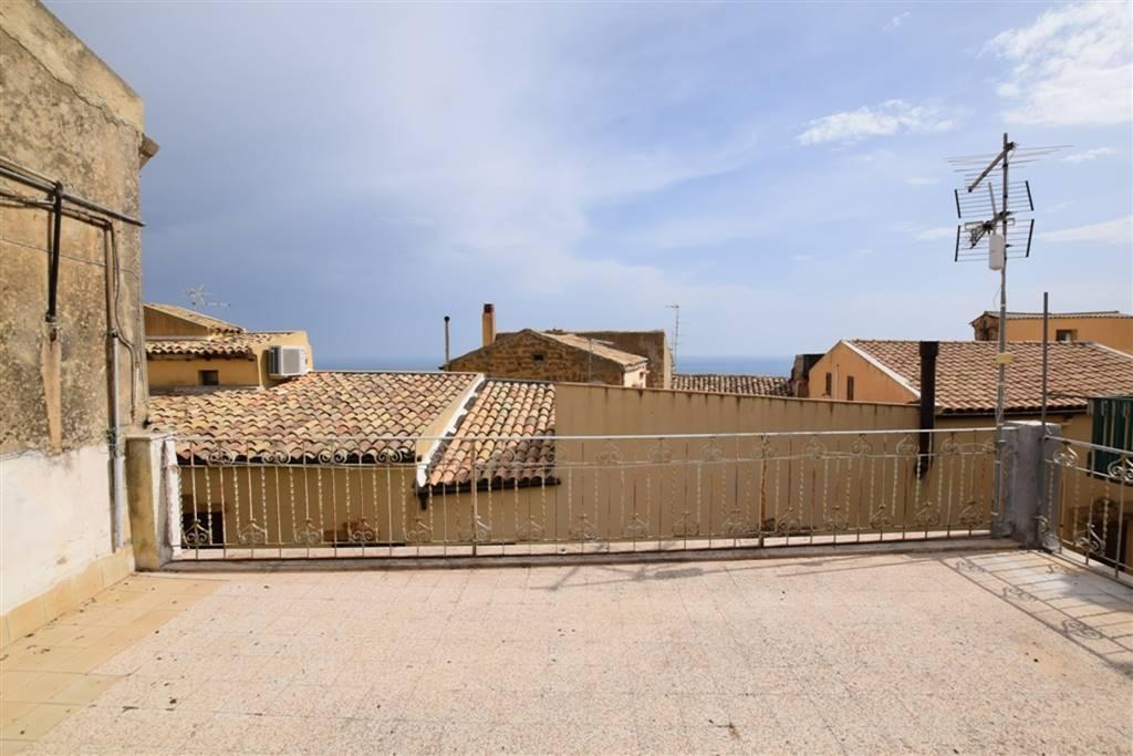 Palazzo-stabile  in Vendita a Agrigento