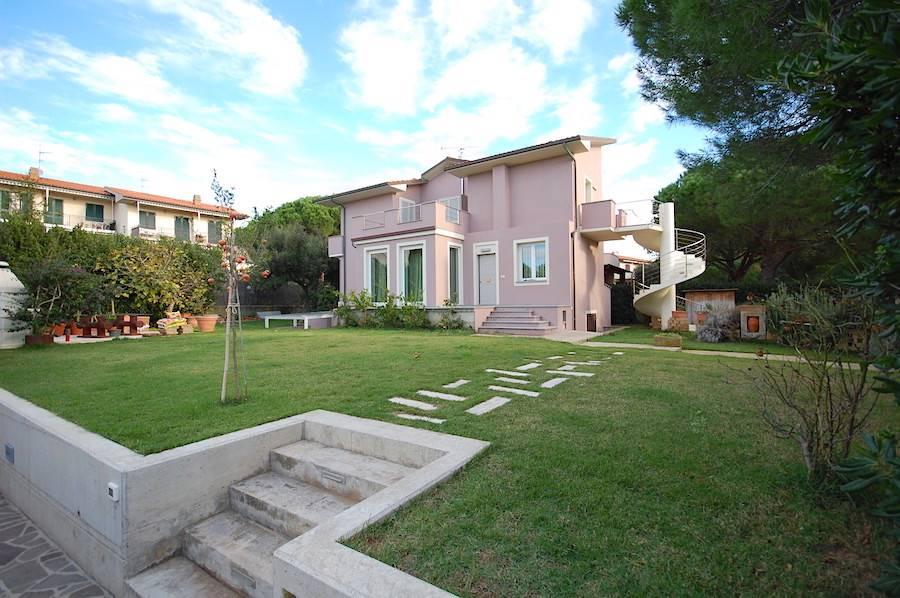 Castiglioncello, Tuscany, elegant property with large garden