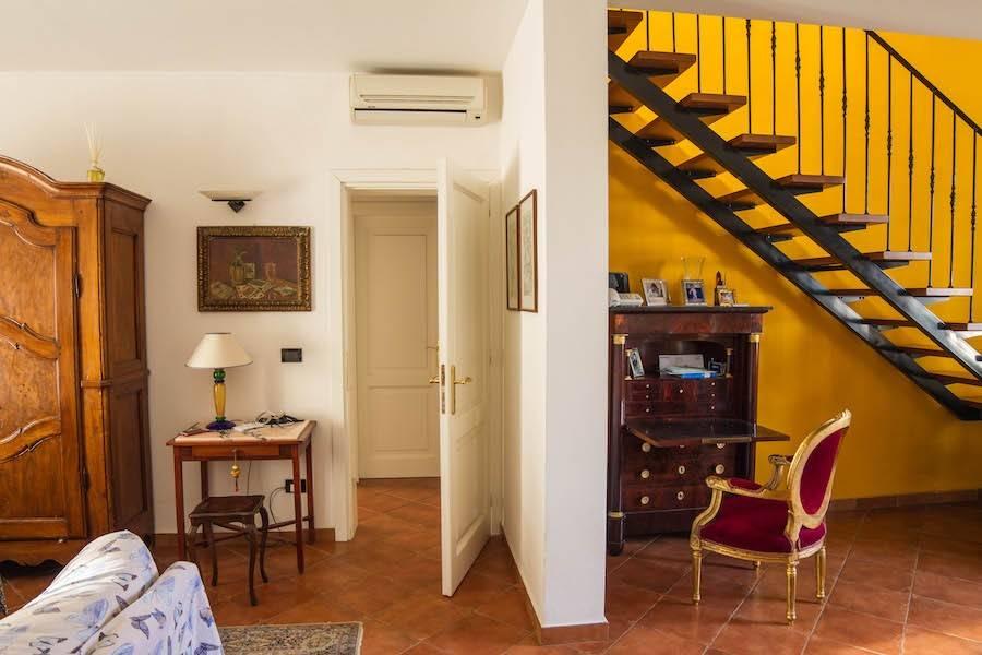 Rosignano Solvay, elegant 160 sqm apartment with garden and garage
