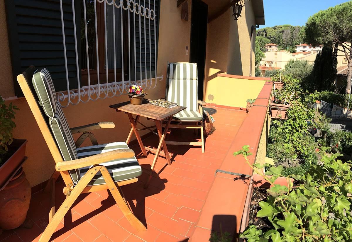 Castiglioncello, elegant apartment with garden and garage